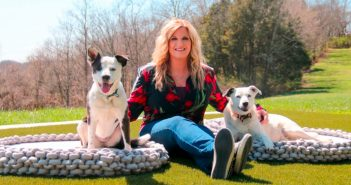 Trisha Yearwood with her dogs Millie and Emmy.